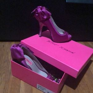 Betsey Johnson Casey Peep-toe